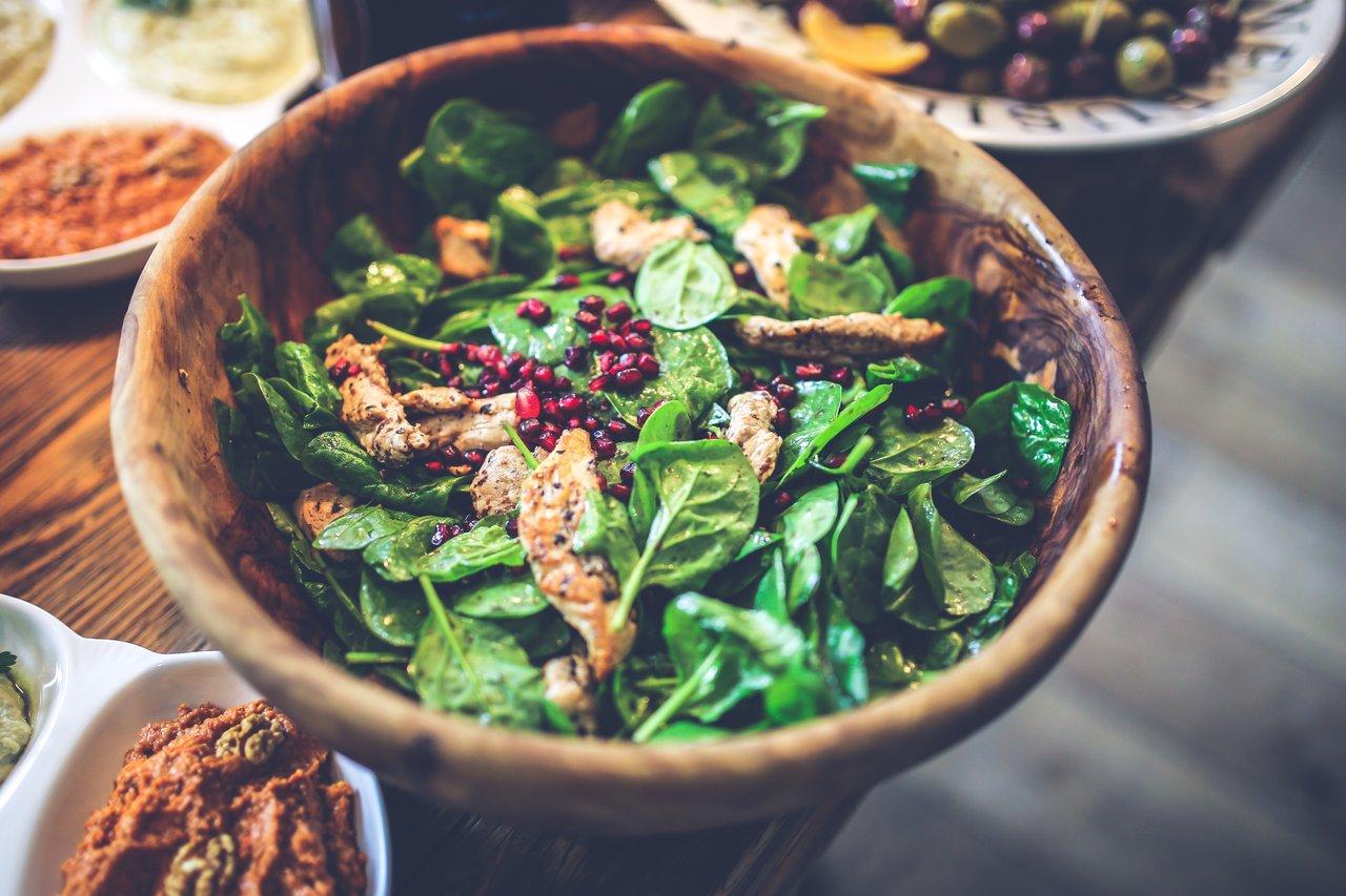 piščanec v zelenjavni solati
